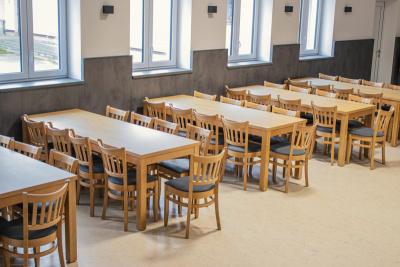 Židle a stoly do nového kulturního centra Holetín | Ressed