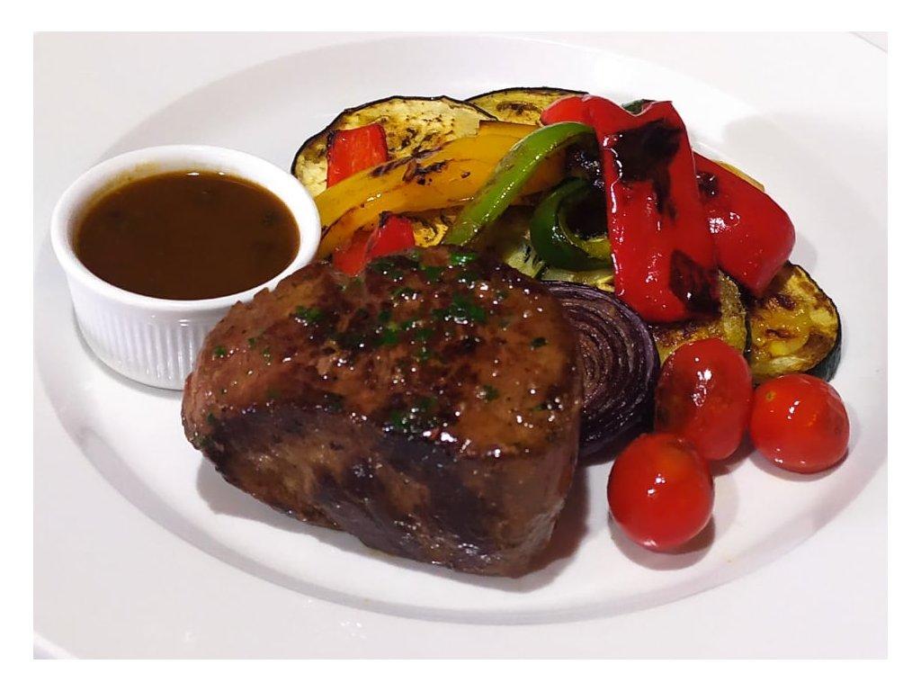 300g Steak z hovězí svíčkové, omáčka ze zeleného pepře a brandy