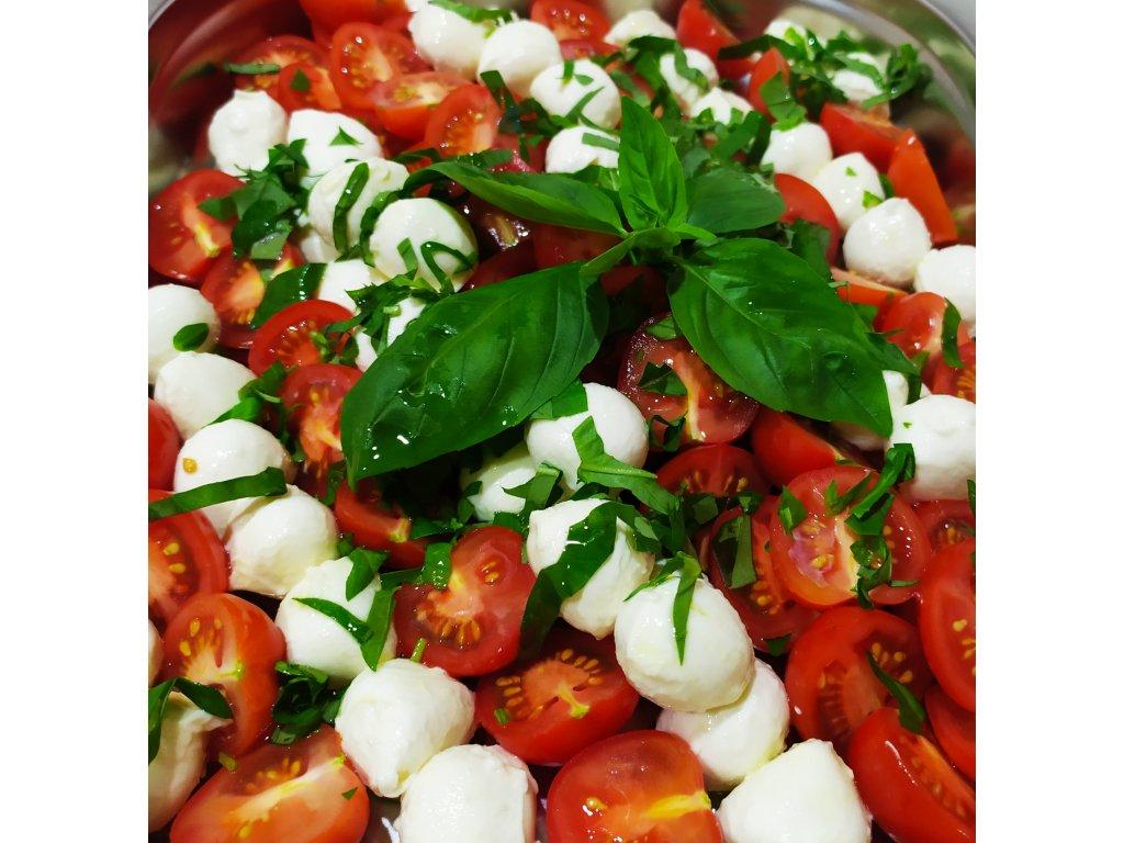 Mozzarela-třešinky, cherry rajčata, bazalka - objednávka 3 dny předem