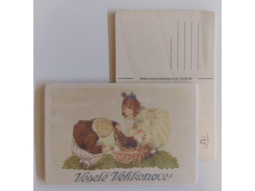 Dřevěná velikonoční pohlednice - Děti a slepička