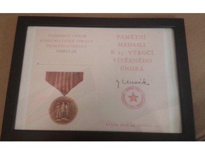 Pamětní medaile k 25. výročí Vítězného února jako retro dárek