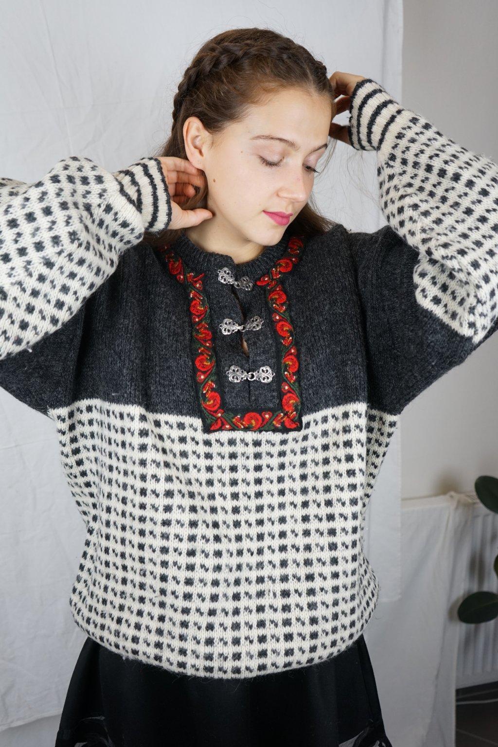 Norský vlněný svetr vel. XL