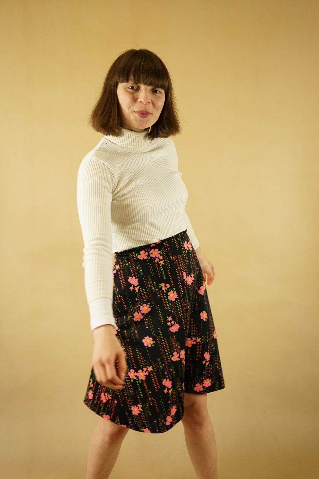 Černá květinová sukně vel. M