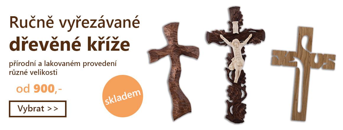 Ručně vyřezávané dřevěné kříže