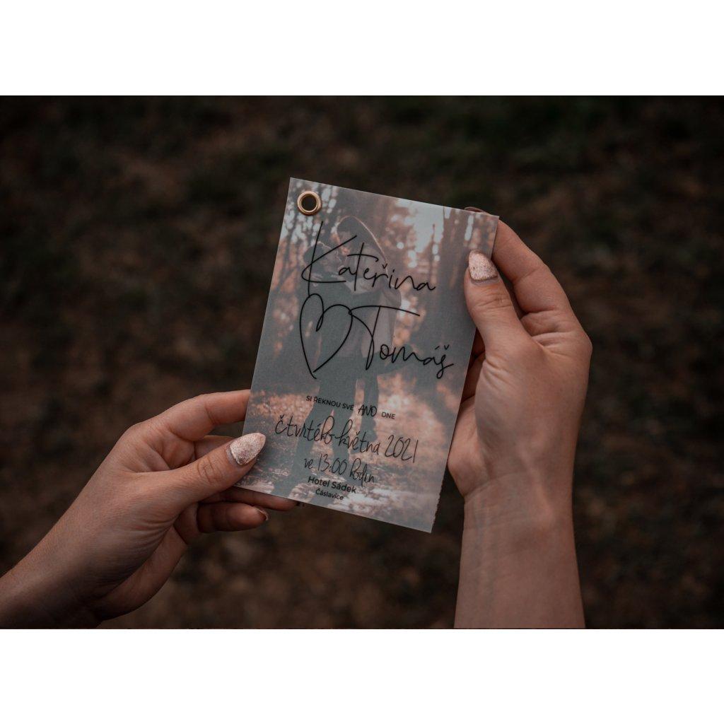 Transparentní svatební oznámení s foto podkladem