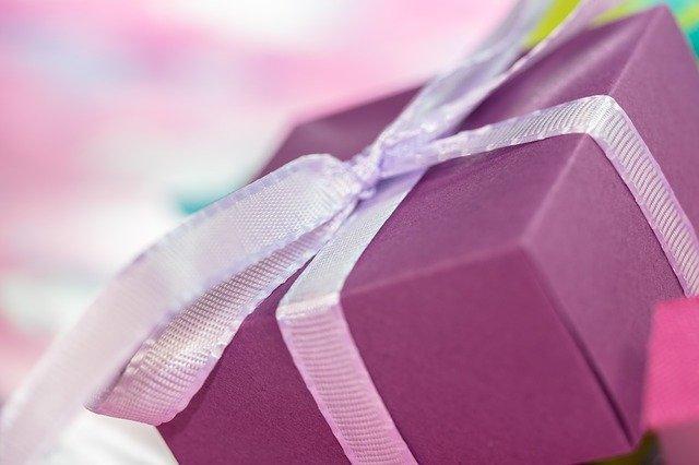 Nejčastější chyby při výběru dárku pro ženu a žhavé tipy, jak je vybrat správně