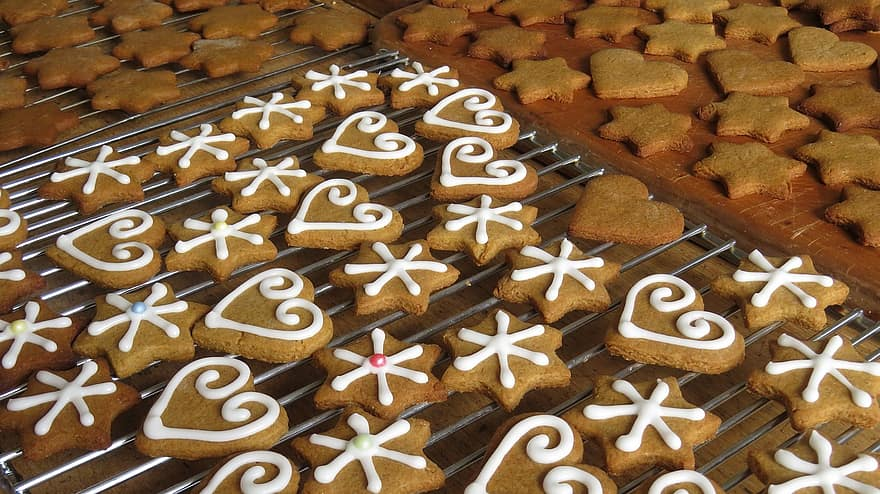 cookies-baking-christmas-gingerbread-bake-traditional-icing-decorated-sweet