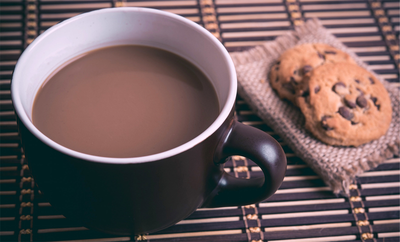 cup-of-coffee-with-chocolate-chip-cookies_800