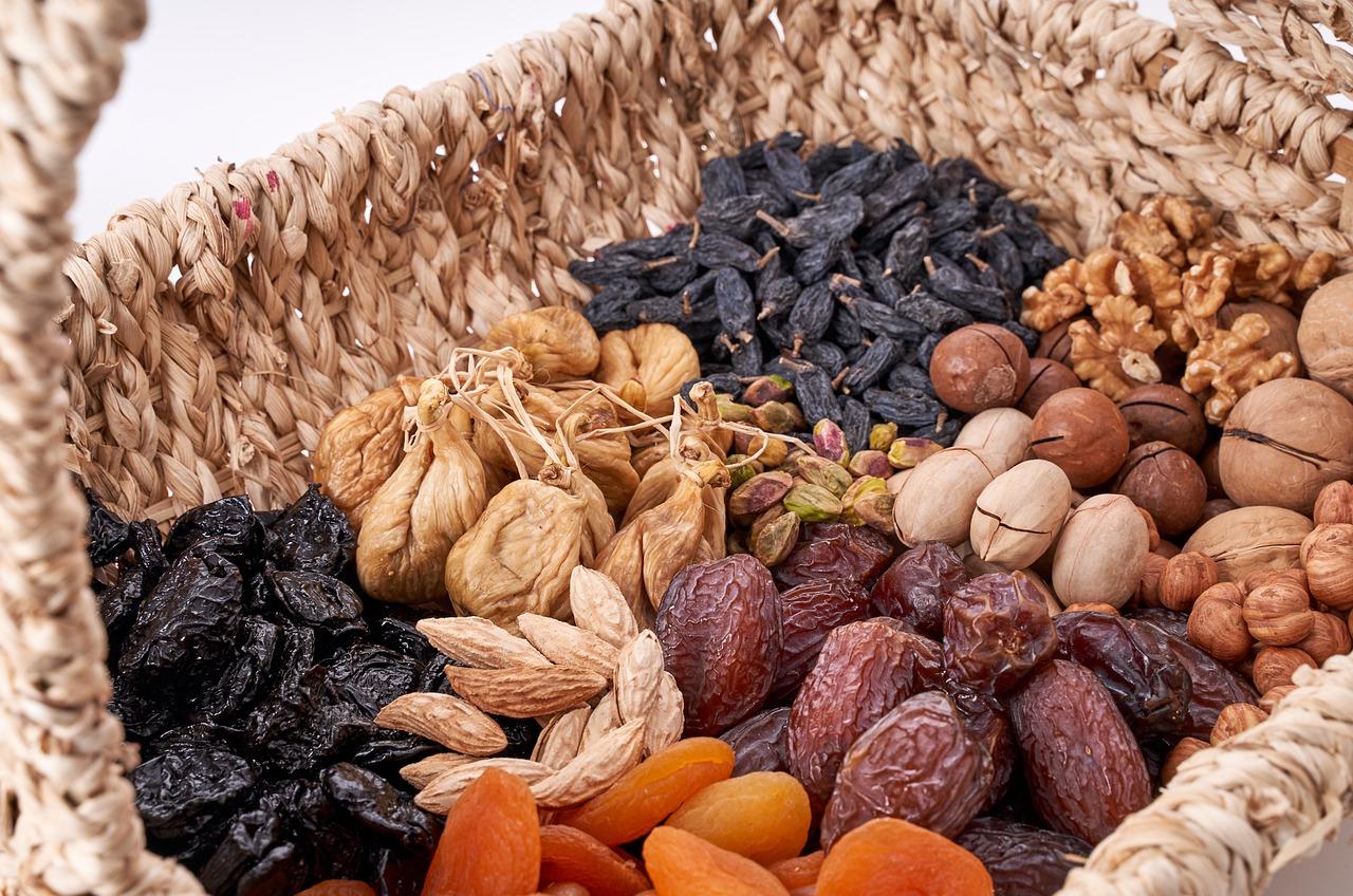 nuts-4692360_1280