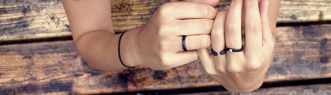 Original carbon fiber black ring Ringblack with pearls.