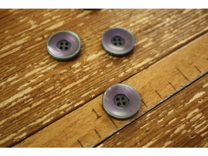 Fialovošedý knoflík a la perleť, 20 mm