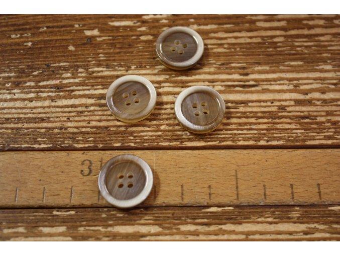 Světle hnědý knoflík a la perleť, 20 mm