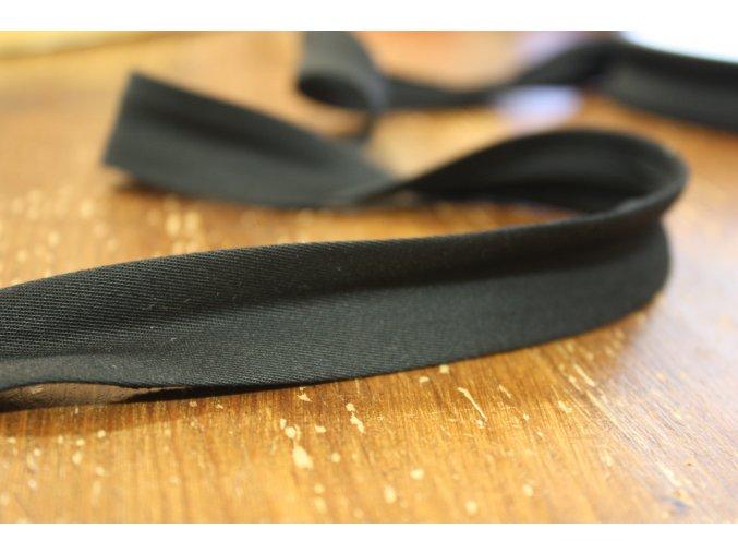 Gabardénový šikmý proužek v černé barvě, 25mm