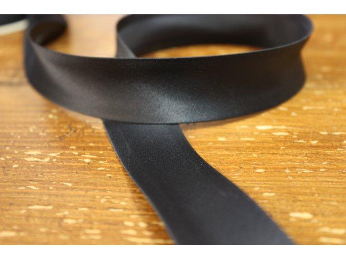 Saténový šikmý proužek, odstíny černé 25mm