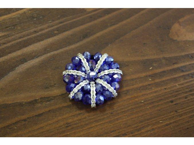 Fialová aplikace z korálků ve stylu Chanel
