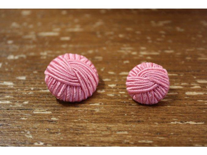Růžový knoflík