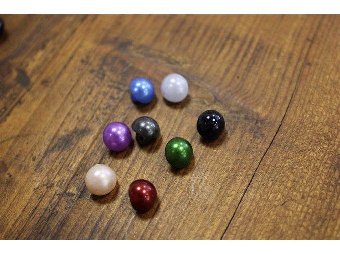 Halenkový knoflík s perleťovým povrchem