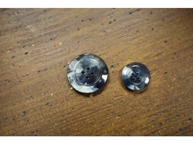 Čtyřdírkový modro-perleťový knoflík