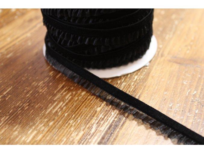 Sametová guma s volánkem