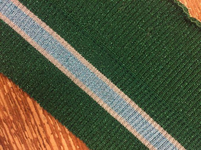 Zelený pruhovaný náplet s lurexem