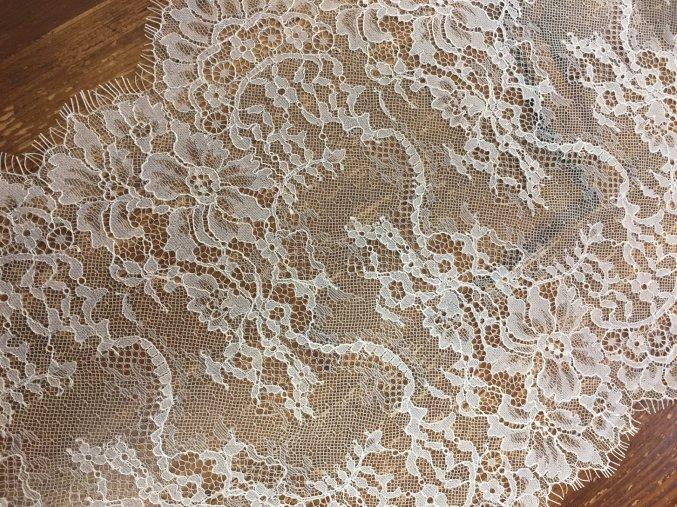 Jemná bílá krajka, 35cm
