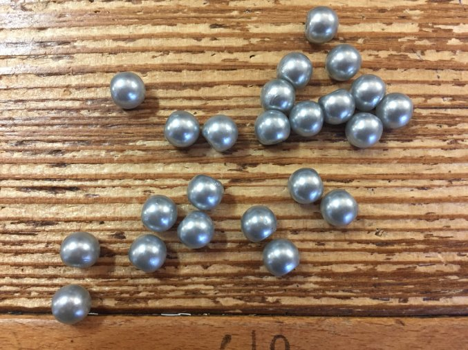 Perlička v šedé barvě, 8mm