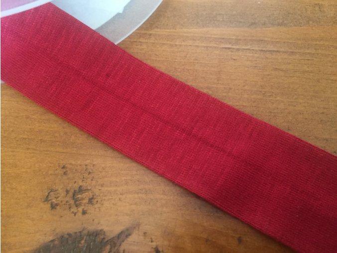 Červený úpletový šikmý proužek