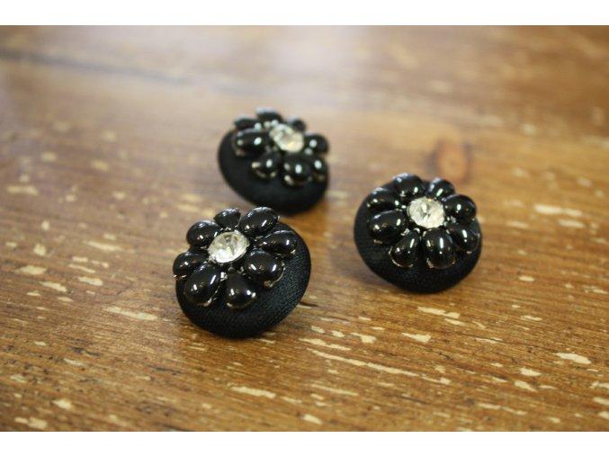 Černý ozdobný knoflík