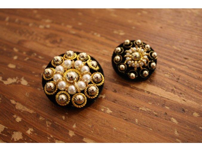 Ručně vyšitý knoflík, design Dolce & Gabbana