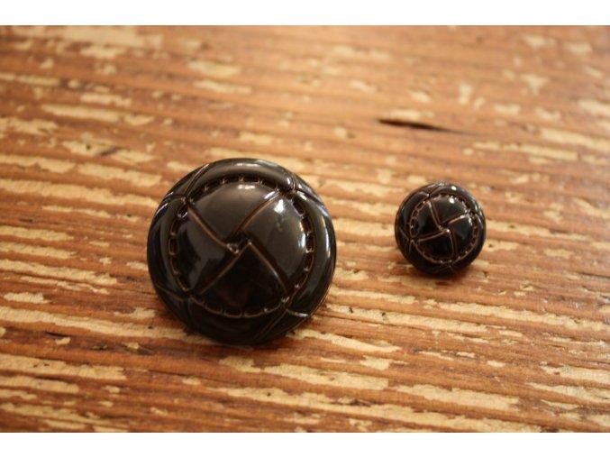 Tmavě hnědý plastový knoflík, 3 velikosti
