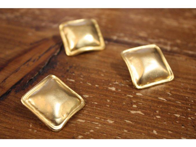 Zlatý hranatý knoflík