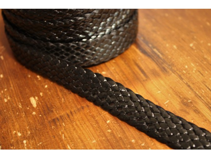 Koženkový popruh v černé barvě