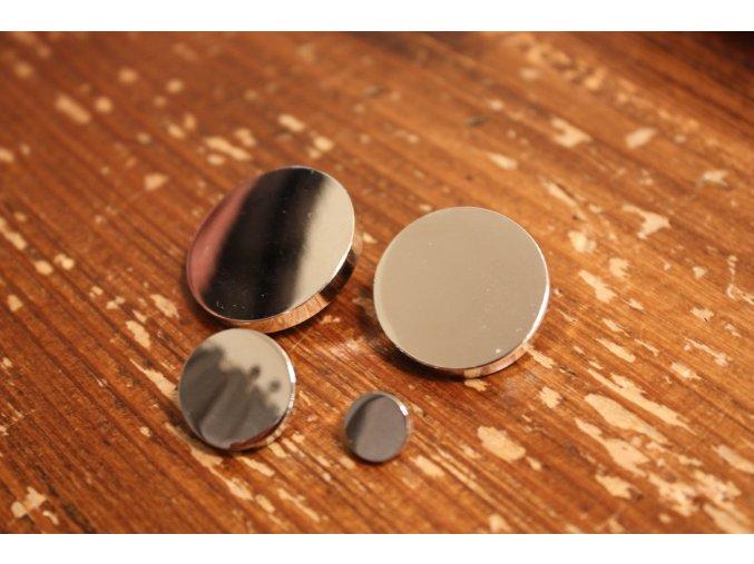 Stříbrný kovový knoflík s ouškem, 5 velikosti