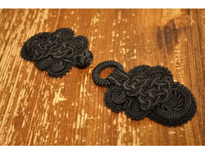 Černé textilní zapínání, čamara