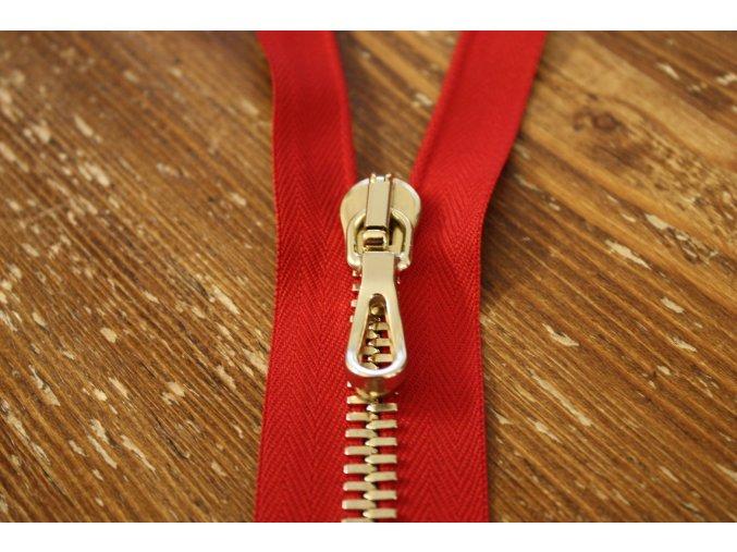 Červený zip T8, zlatý kov 55 cm