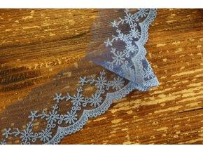 Světle modrá týlová krajka s bavlněnou výšivkou