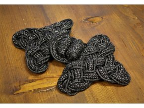 Velké černé textilní zapínání, čamara