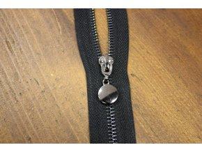 Černý zip s tmavým kovem