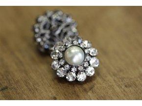 Štrasový knoflík s perličkou a la Chanel
