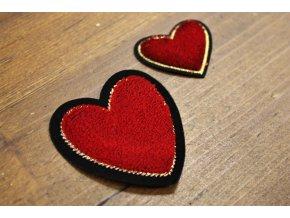 Nažehlovací plastická aplikace ve tvaru srdce
