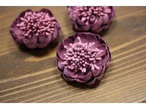 Fialová květina