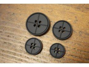 Čtyřdírkový černý knoflík se štepem