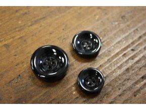 Černý čtyřdírkový melírovaný knoflík