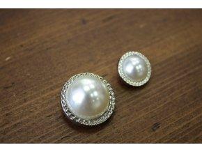 Knoflík s perlou ve stylu Chanel