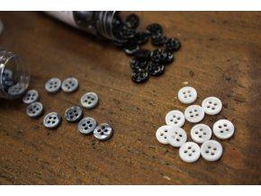 Čtyřdírkový perleťový knoflík MINI