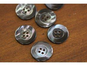 Čtyřdírkový šedý perleťový knoflík, 22mm