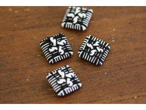 Černo-bílý  knoflík, ruční výroba