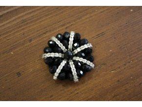 Aplikace z korálků ve stylu Chanel