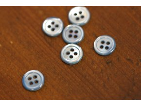 Modrý čtyřdírkový perleťový knoflík 12mm