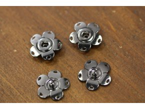 Patenty ve tvaru květinky, 25mm